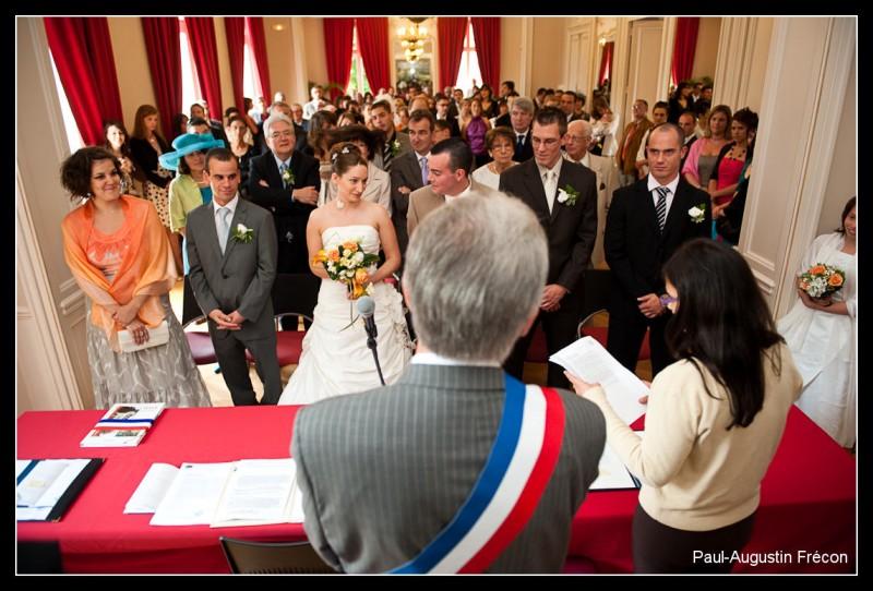 在巴黎政府办结婚